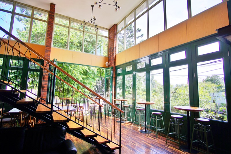 Oliver's Hostelry Bandung Lobby Staircase