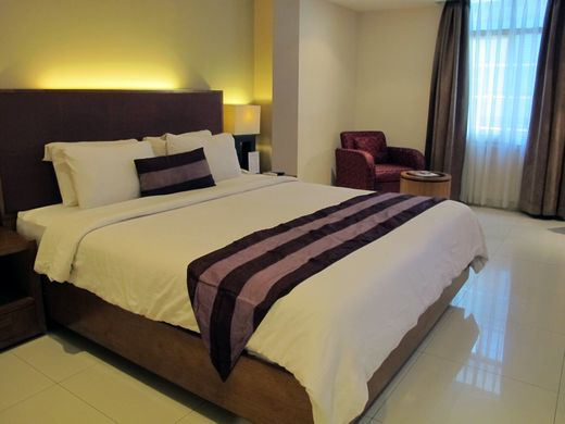 Anggrek Shopping Hotel - Superior room with king bed