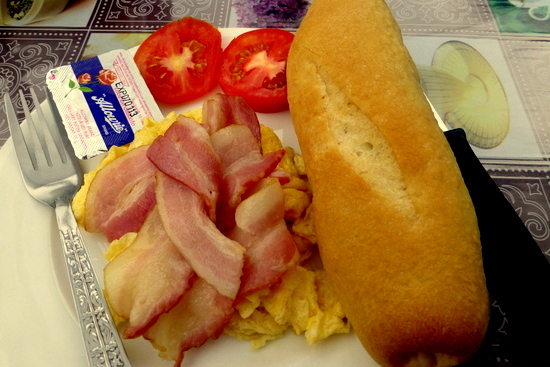 Baguette with bacon & egg