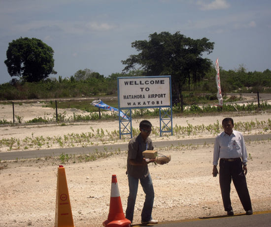 Welcome to Matahora airport, Wangi-wangi