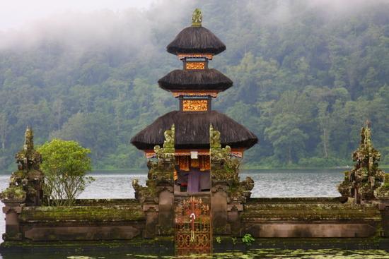 Pura di daerah Bedugul, Bali