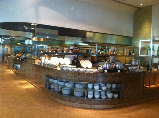 Salah satu station 'local food' di Marriott Cafe breakfast buffet