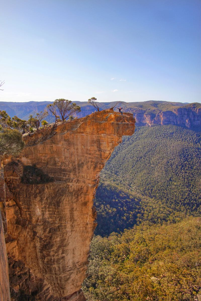 Adam di ujung Hanging Rock, Blue Mountains