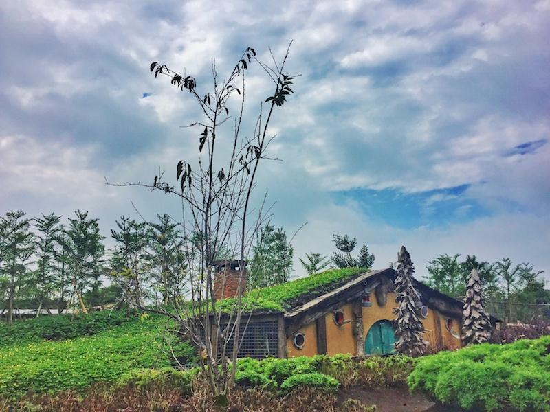Farmhouse Susu Lembang Ada Rumah Hobbit Di Bandung