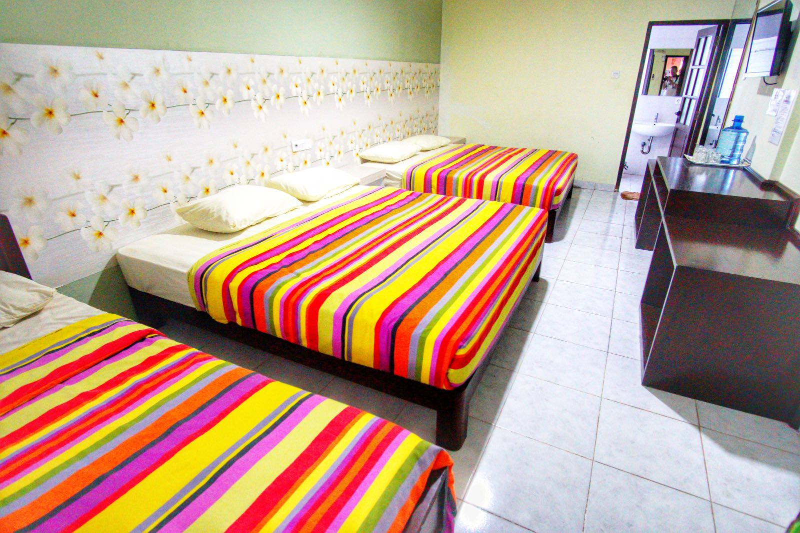 Holiday Beach Inn Pangandaran kamar