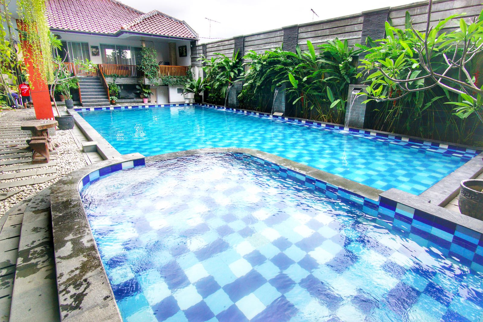 Holiday Beach Inn Pangandaran kolam renang