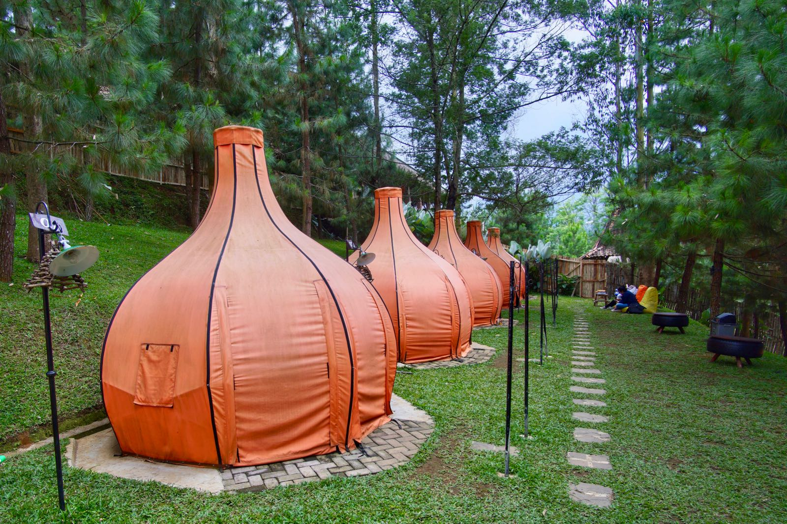 Penginapan Ala Glamping Di The Lodge Maribaya