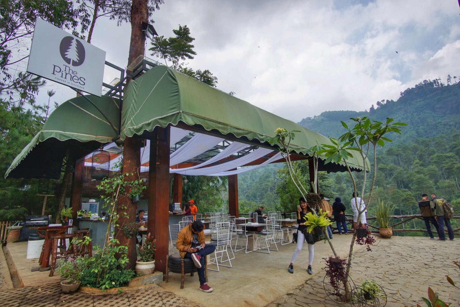 Pines Cafe The Lodge Maribaya