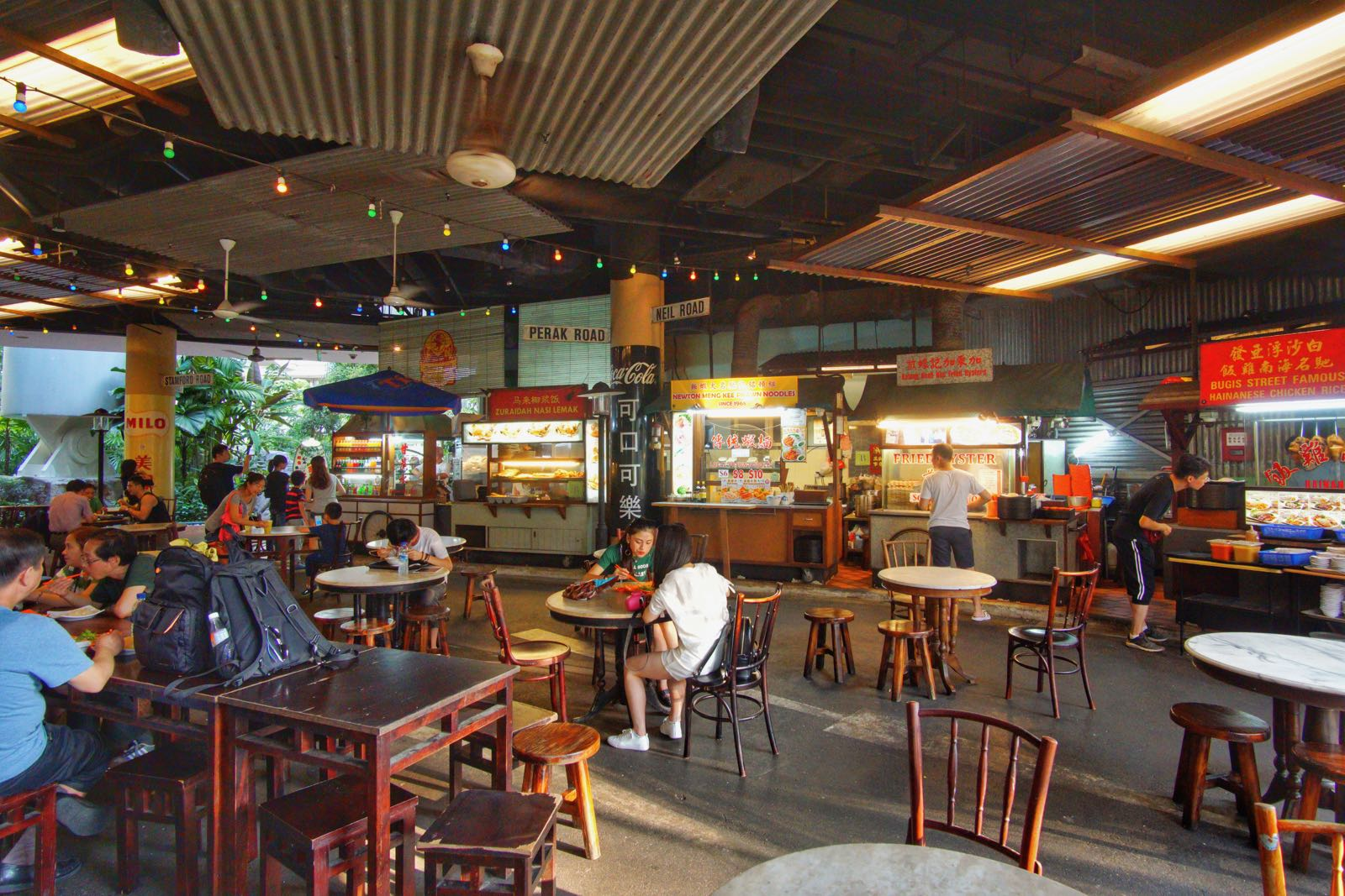 Suasana Food Court Di Bawah Singapore Flyer