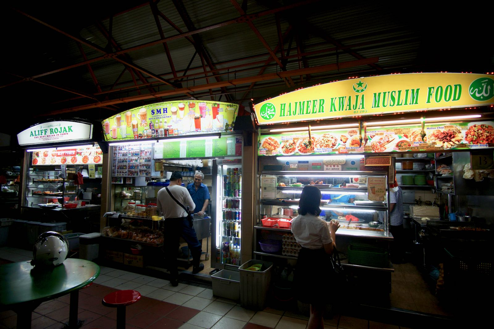 Konter Makanan Halal Di Maxwell Food Centre