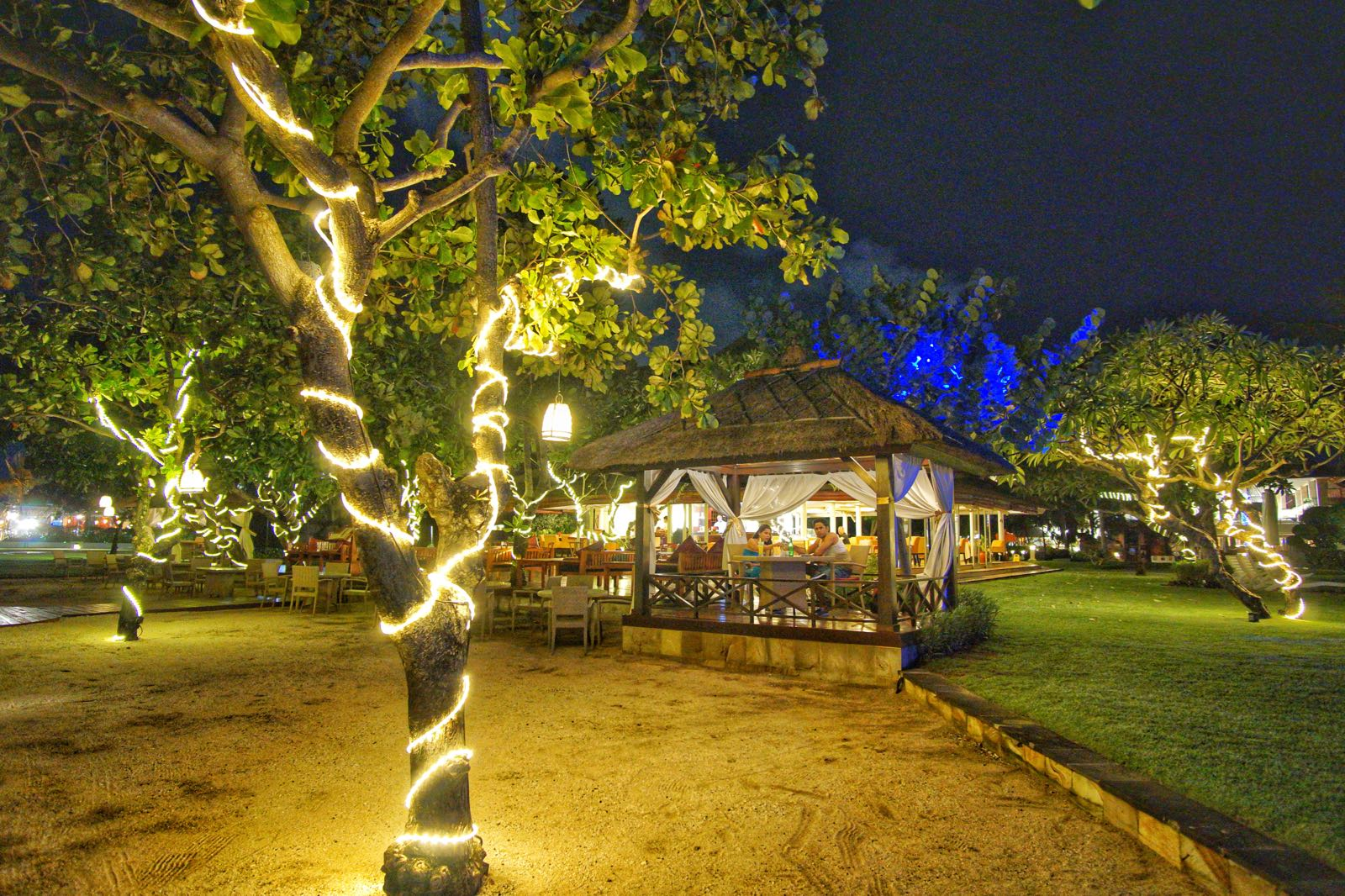 Candle Light Dinner Di Pinggir Pantai Kuta
