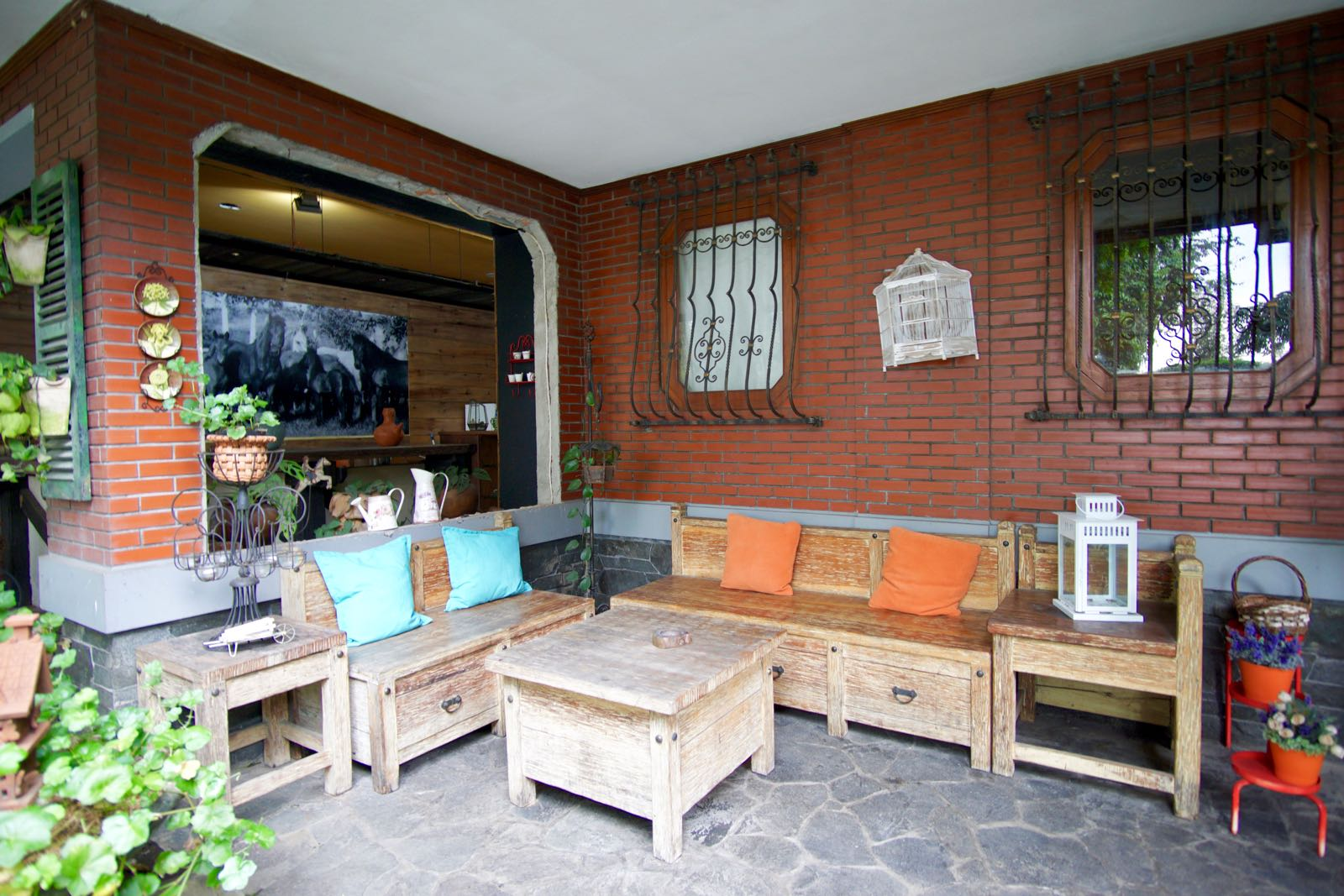 Cafe Savannah In Woodlands Di Lembang
