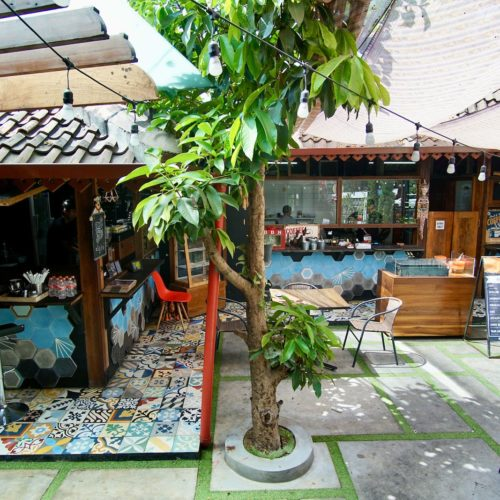 Semi Outdoor Di Papatong Cafetaria