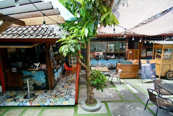 Semi Outdoor Di Papatong Cafetaria